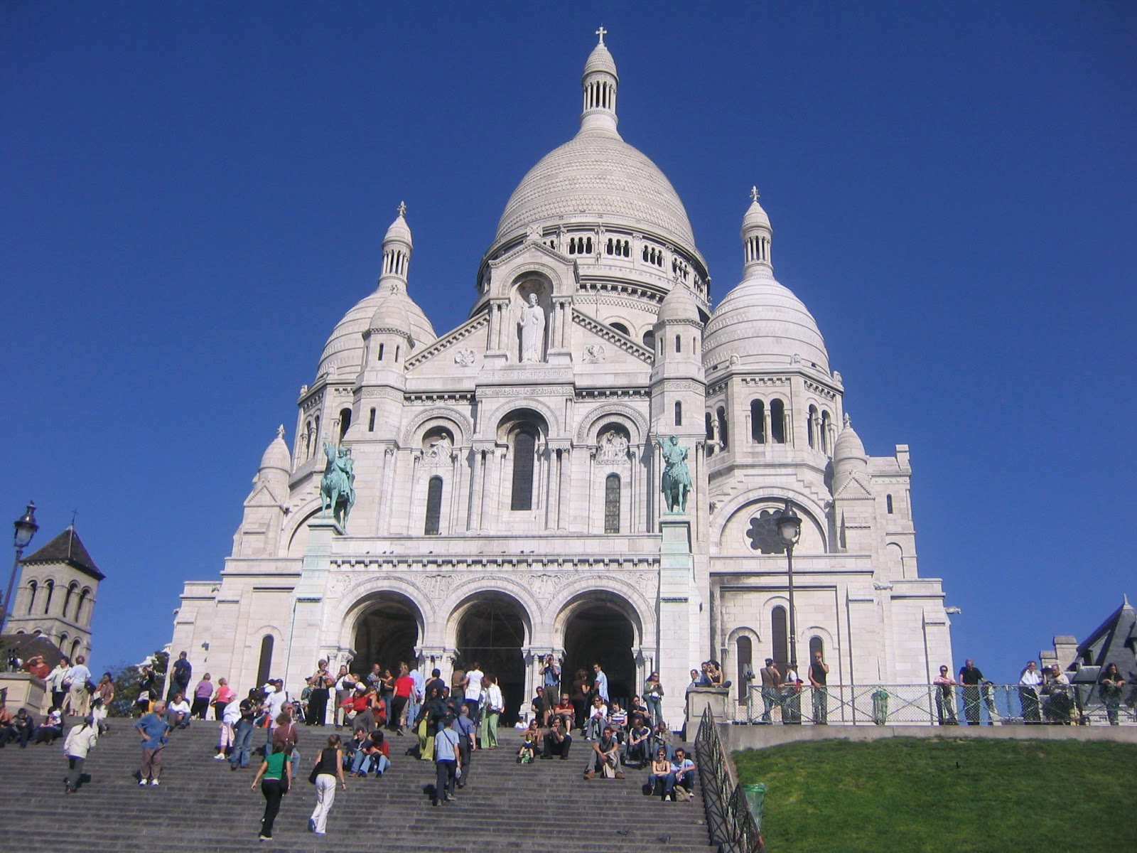 Travel The World Montmartre The Most Bohemian District Of