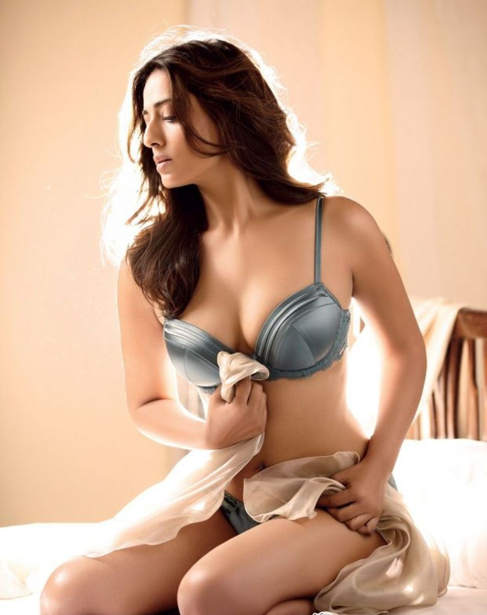 Mahie Gill in bikini, Mahie Gill sexy legs, Mahie Gill thunder thighs, Mahie Gill hottest hd wallpaper, Mahie Gill spicy photos, Mahie Gill in tight dress, Mahie Gill in short dress