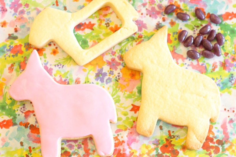 A Bright Summer Fiesta Pinata Cookies - via BirdsParty.com