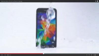 Samsung Galaxy S5 Pun Ikutan Ice Bucket Challenge?
