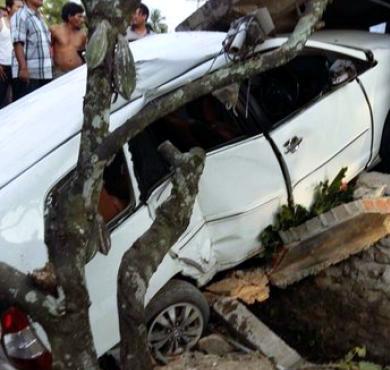 Kondisi mobil yang ditumpangi Ustaz Al Habsyi. [Twitter]