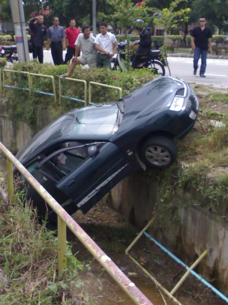 Smart Car Crash Photos Part 1 Smart Car Accident Photos