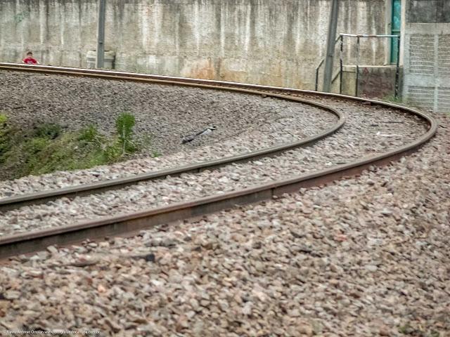 Curva nos trilhos da estrada de ferro no Cabral.