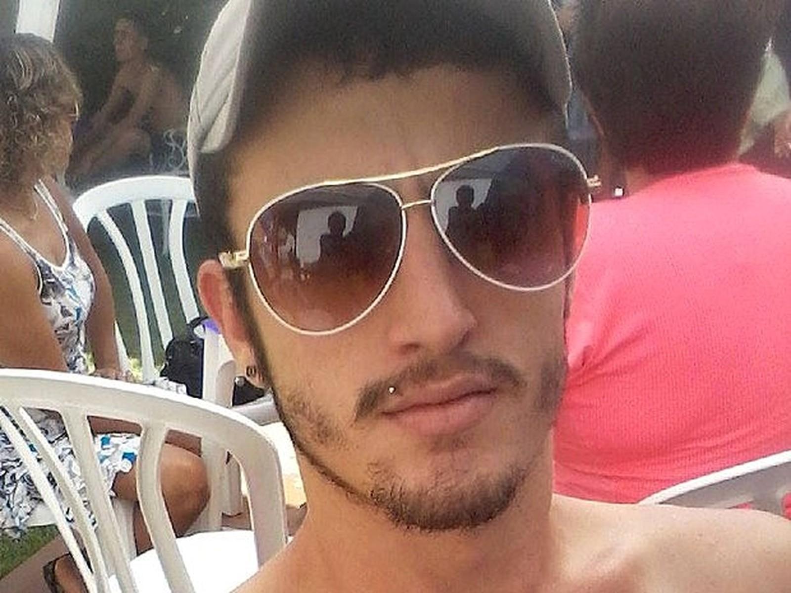 Jovem pagou R$ 1 mil por implante no glúteo, de acordo com a polícia