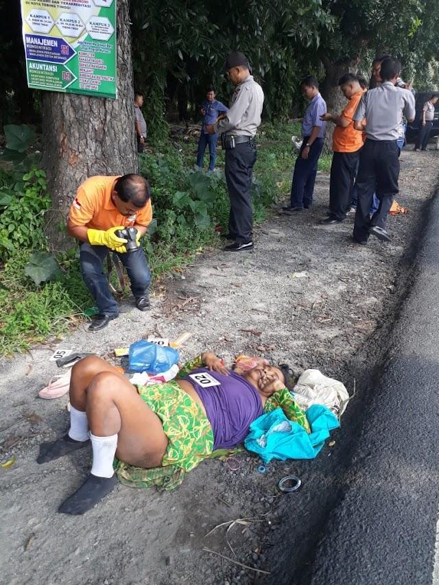 Mayat Wanita Tanpa Identitas Ditemukan Di Pinggir Jalan Raya