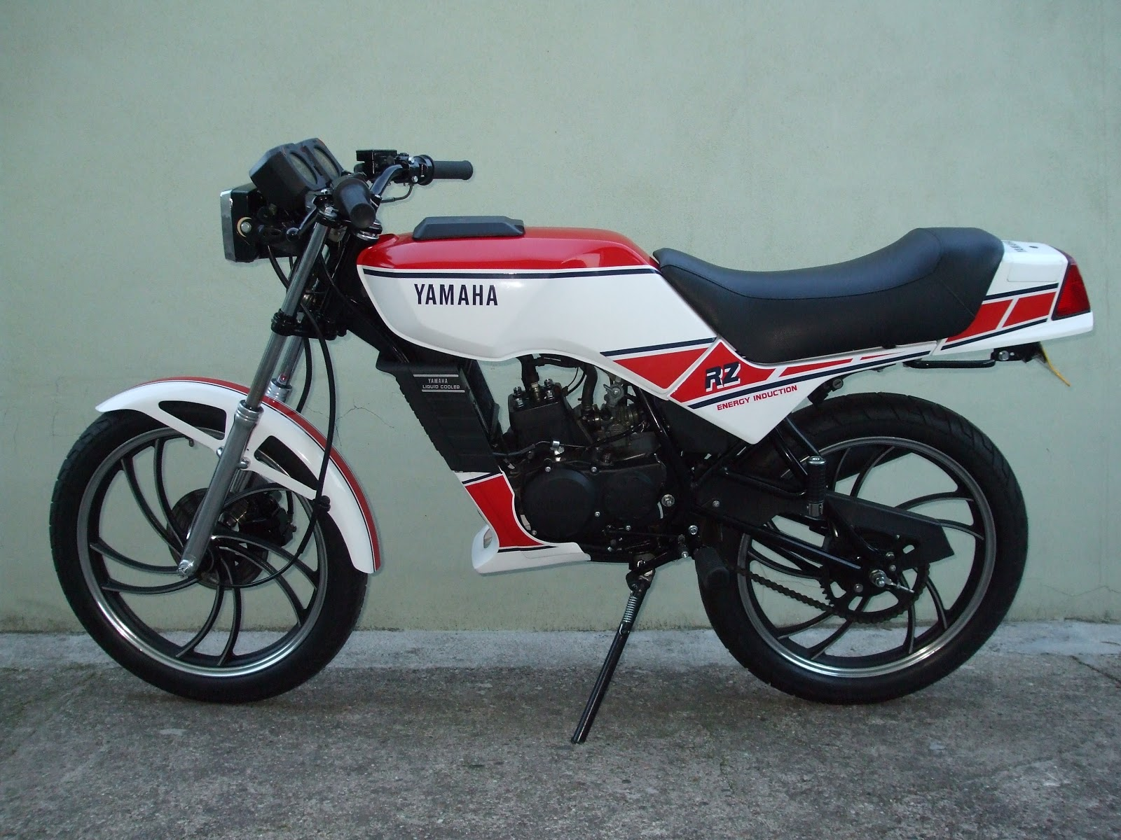 Review of Yamaha RZ 50 2002: pictures, live photos