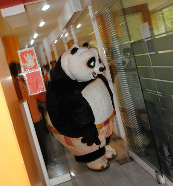 KUNG FU PANDA VISITS REDIFF OFFICE!  - KUNGFU PANDA IMAGES IN REDDIF ON HER VISIT - BOLLYWOOD NEWS