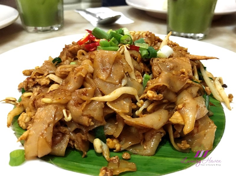 ipoh hainan chicken rice penang fried kway teow
