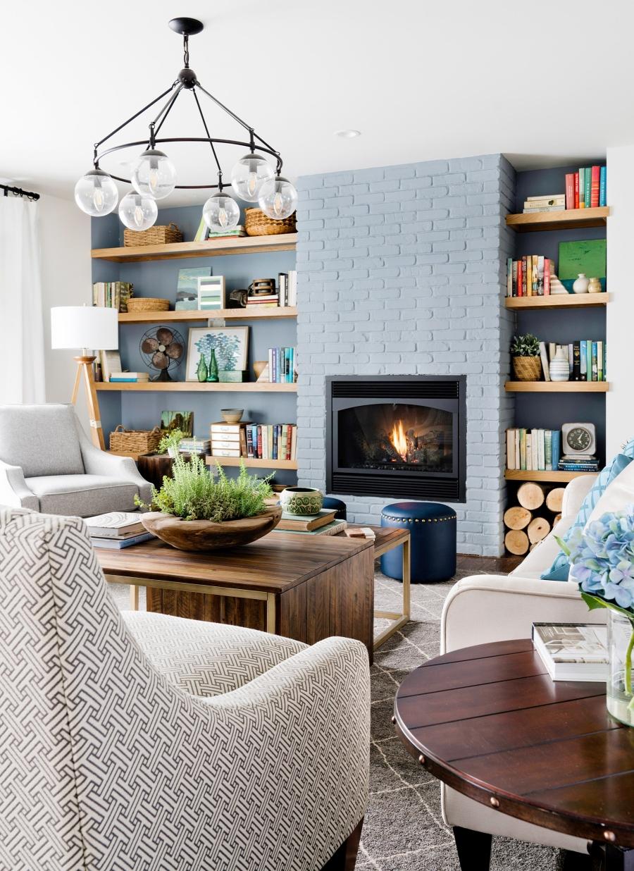 Przytulny dom nad jeziorem, wystrój wnętrz, wnętrza, urządzanie mieszkania, dom, home decor, dekoracje, aranżacje, styl Hamptons, styl rustykalny, rustic style, styl skandynawski, scandinavian style, salon, pokój dzienny, living room