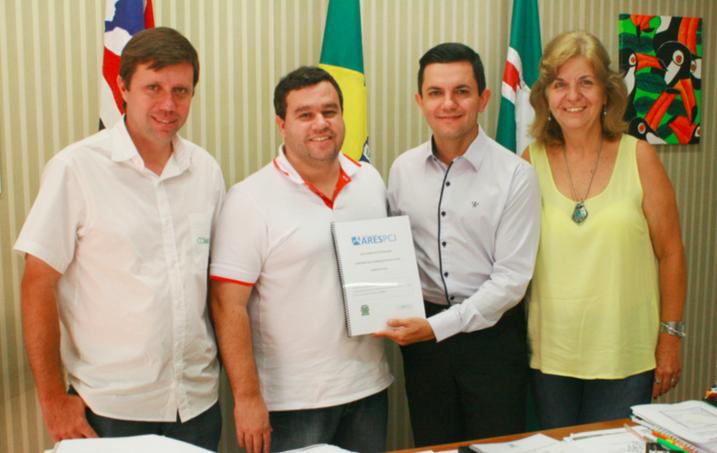 Prefeito e vice recebem de Agência Reguladora relatório sobre qualidade da água