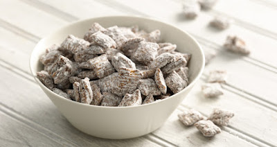Photo (c) https://www.chex.com/recipes/chex-muddy-buddies/