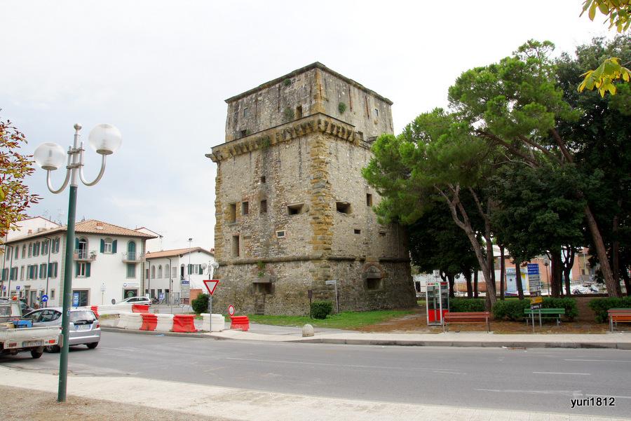 Torre Matilde. Башня Матильды, Виареджо, Италия