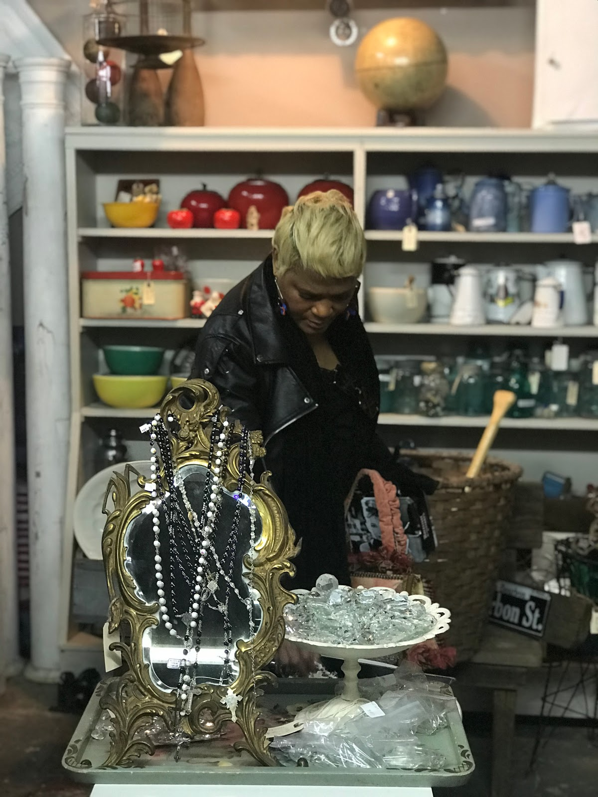 Image: Woman looking at jewelry at thrift store