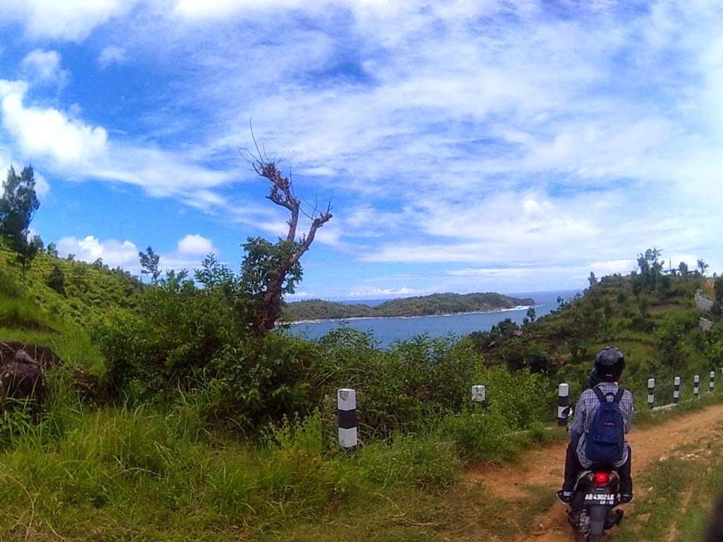 Laut sudah tampak Pantai Watu Lumbung