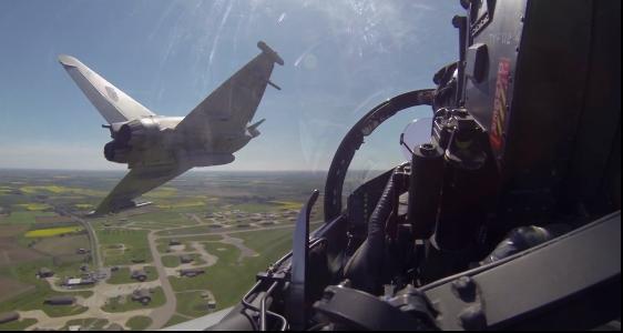 Πετάξτε στην πίσω θέση ενός Εurofighter Typhoon [Βίντεο]