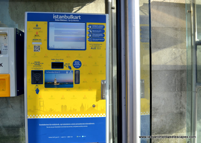 Istanbulkart reloading machine