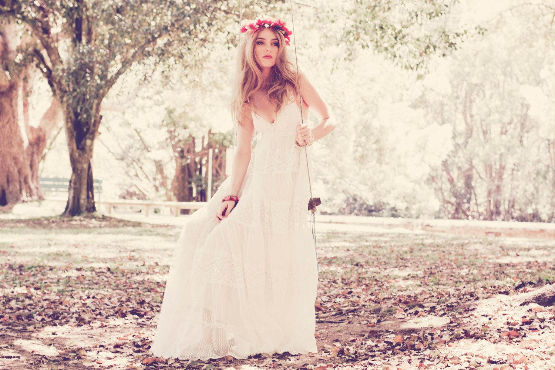 Teekidesignsbyamyoram: ::: Beach & Boho Wedding Gowns Via