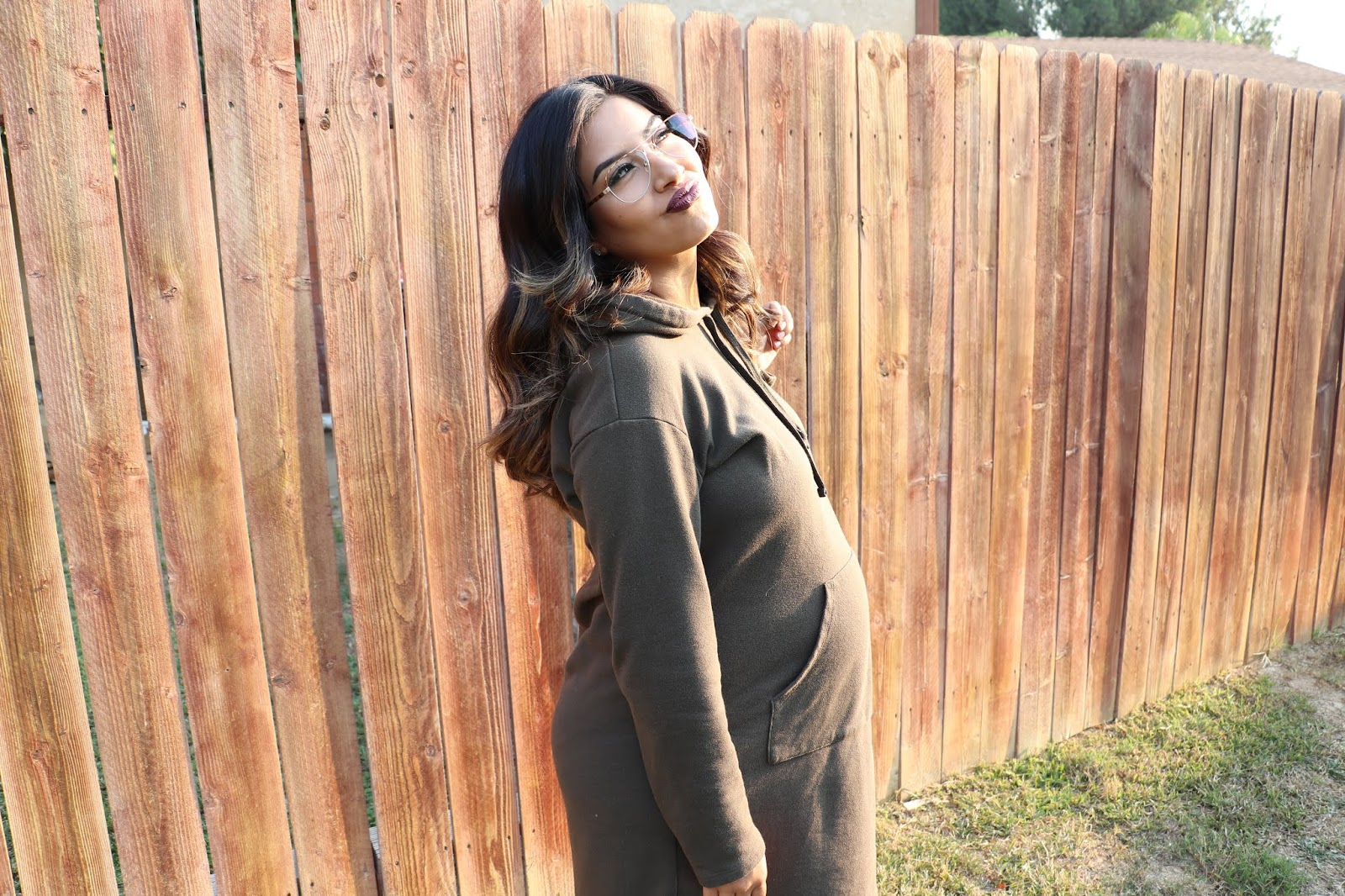 pregnant_woman_with_kissy_lips