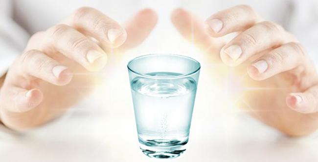 O que é Água Fluidificada que espíritas tomam?