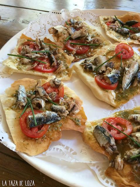 coca-crujiente-con-salsa-jurvert-y-sardinas