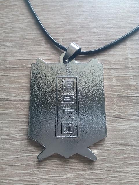 Naszyjnik z Attack on Titan, część główna, tył