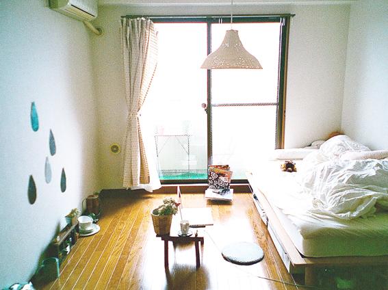 grey grid paper.: mini tokyo apartment.