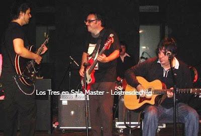 Foto de la banda de Los 3 con su guitarra
