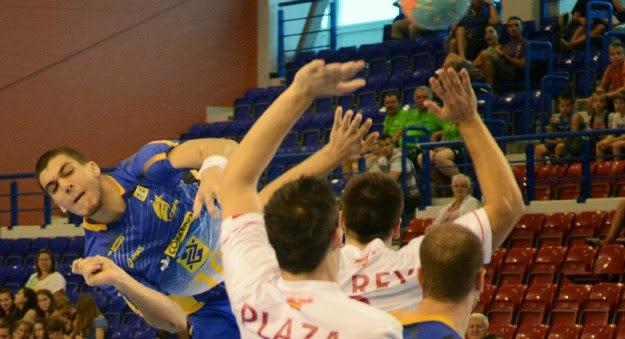 José Toledo (BRA) cerca del Granollers   Mundo Handball