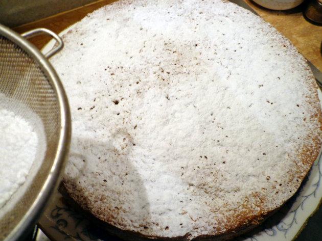 Laka kuharica: Torta Caprese al Limone. Seriously delicious, decadent and moist cake, originally from the island of Capri, full of lemony flavor.