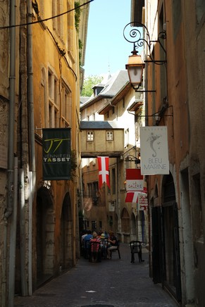 chambéry savoie vieille ville rue basse château médiéval moyen âge