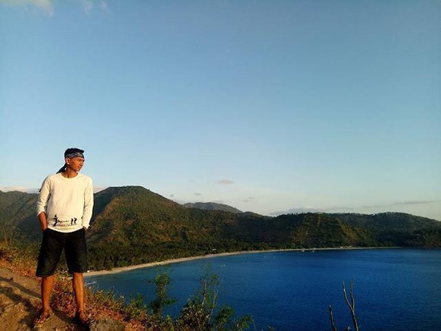 Memandang pantai dari bukit Malimbu di Lombok, sumber ig @iskandar_erwin