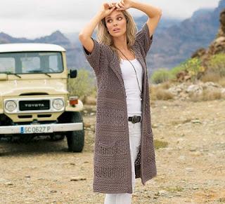 stilnoe-letnee-palto-s-korotkim-rukavom