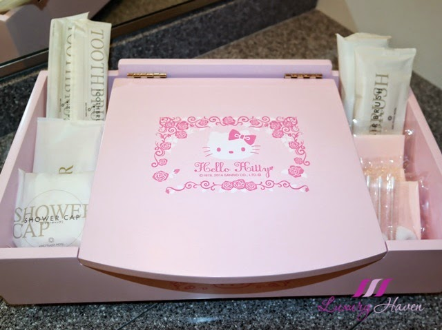 keio plaza hotel pretty hello kitty vanity box