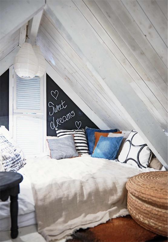 Todo al gris dormitorio con techo abuhardillado chicanddeco