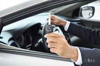 Jangan menyewa mobil tanpa adanya asuransi. Asuransi merupakan hal yang penting didalam suatu perjalanan, supaya terlndungi dari hal yang tak diharapkan, dapat memilih penyewaan mobil yang telah mempunyai asuransi. Cobalah cek kembali perusahaan asuransi yang dipakai oleh perusahaan sewa mobil itu untuk memastikannya.