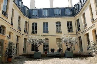 RUE ST GILLE COURT YARD PARIS 75004
