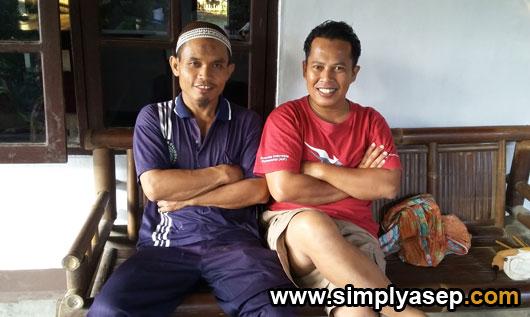 MAS GONO : Inilah mas Gono yang duduk di sebelah kiri saya saat liburan di Kulon Progo sekitar tahun 2015 yang lalu.  Foto IST