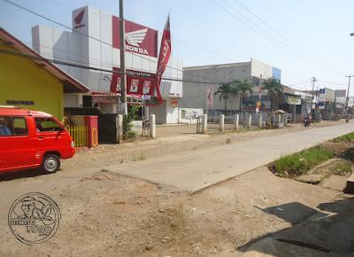 Proyek Rigit Depan Pasar Purwadadi Subang Terbengkalai