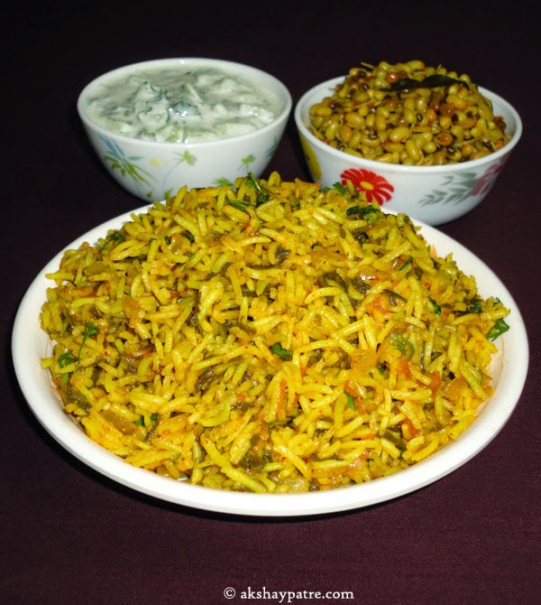 spinach-pulav-in plate