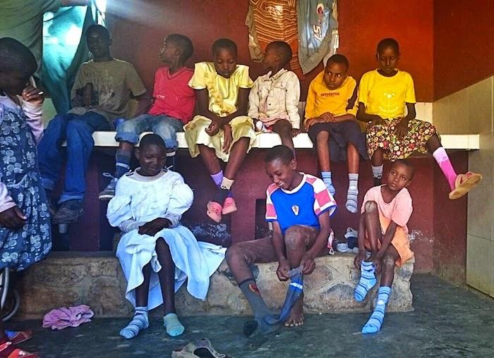 Mali dom Downow sindrom šarene čarapice World Youth Alliance