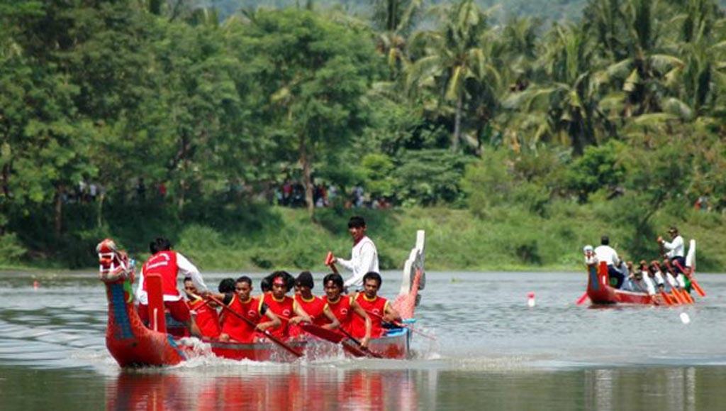 festival perahu naga pantai parangtritis