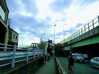 六郷橋歩道登り口