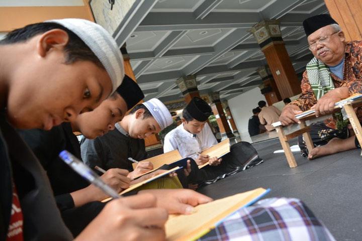 Catat, Beasiswa Santri Berprestasi Mulai Dibuka Awal April