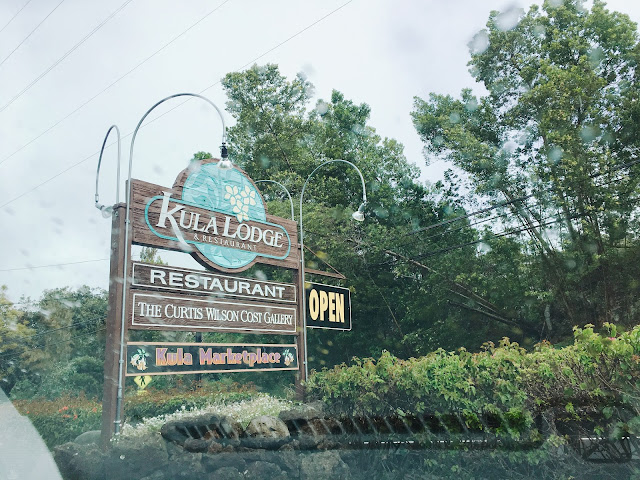 Kula Lodge sign