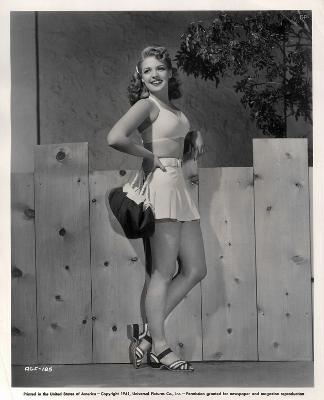 https://pics.wikifeet.com/Anne-Gwynne-Feet-1769217.jpg