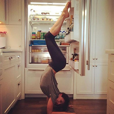 Alec Baldwin+photos+Yoga+flexibility+Hilaria Baldwin