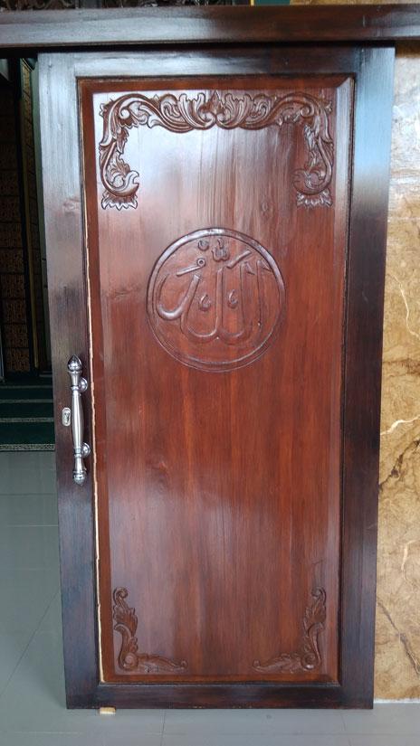 Contoh Pintu Kayu Geser Masjid Kiai Hasan Mukmin Sidoarjo