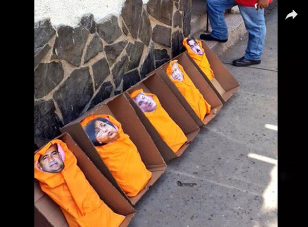 Gobernador de Anzoátegui recibe cajas de cartón decoradas