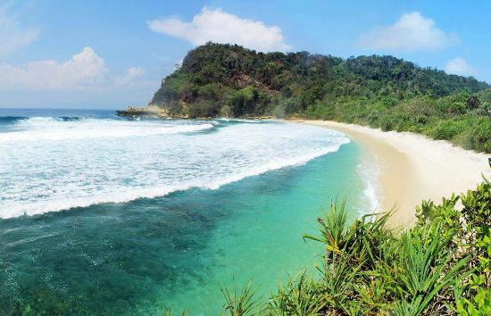 Pantai Brumbun Tulungagung Yang Siap Menyegarkan Mata