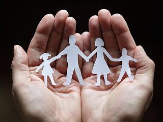 Uma família agradável é um teto aconchegante, tão segura quanto uma estrutura blindada